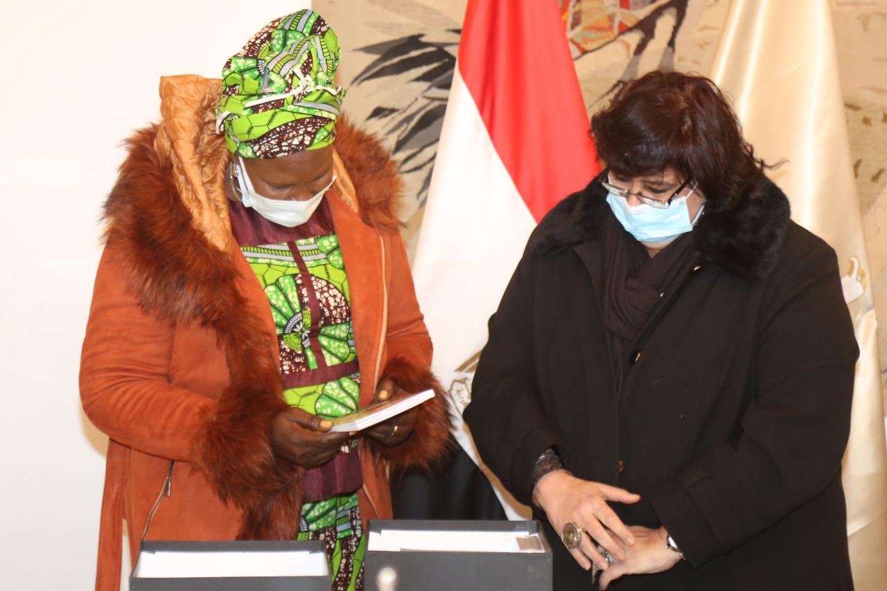 وزيرة الثقافة تستقبل نظيرتها الجنوب سودانية (5)