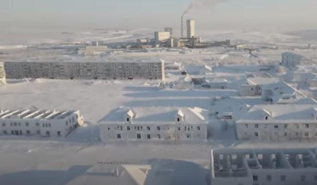 الثلوج تغطى المدينة