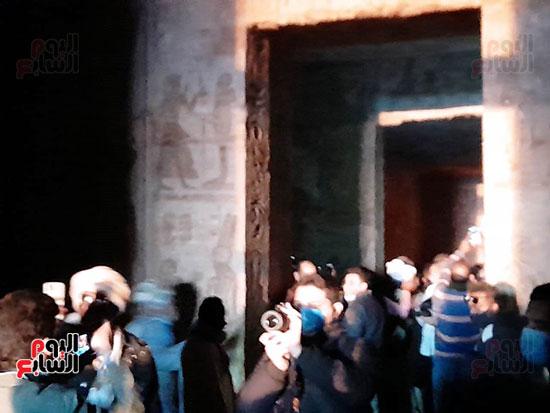 بدء ظاهرة تعامد الشمس على-وجه رمسيس الثانى بأبوسمبل (1)