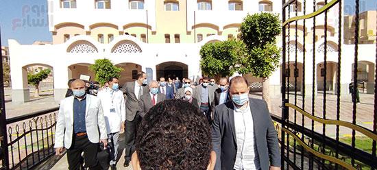 وزيرة-الصحة-تتفقد-وحدة-طب-أسرة-طيبة-(2)