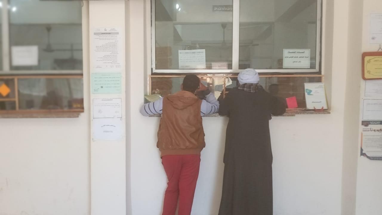 المواطنين يقدمون طلبات التصالح