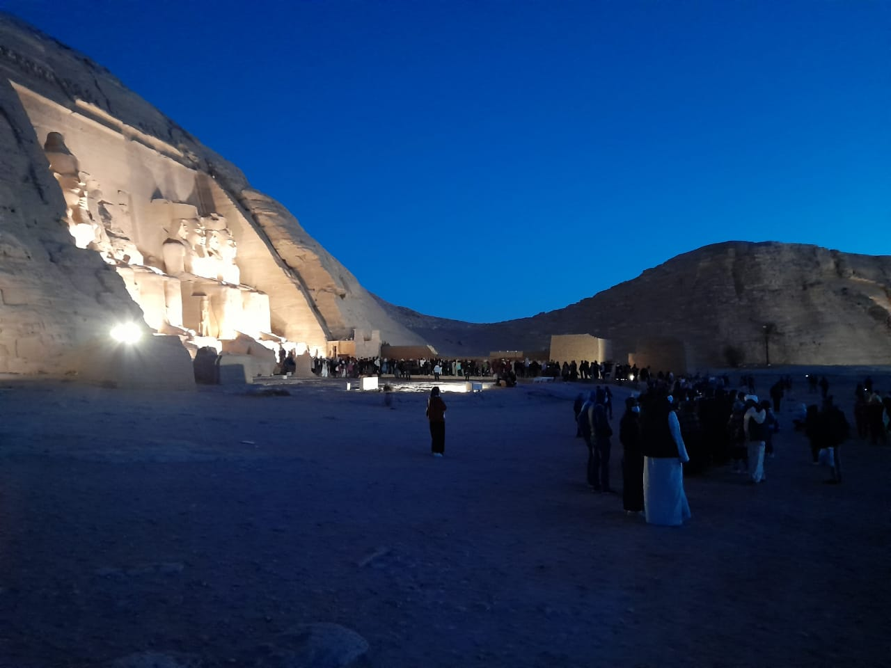 توافد الزوار على معبد أبوسمبل لحضور تعامد الشمس  (5)