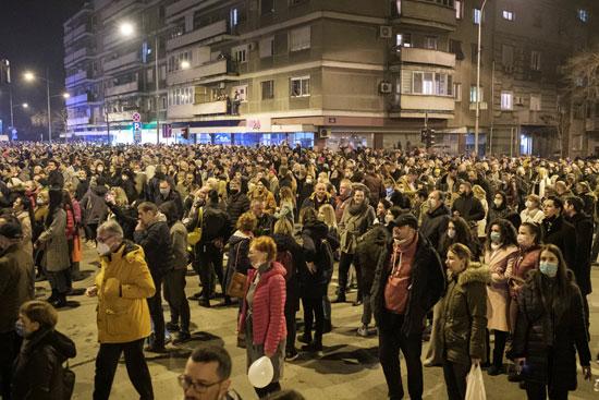 مواطنو صربيا يشاركون فى تأبين السياسى البارز