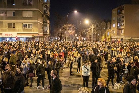مخاوف كورونا لم تمنع الألاف من المشاركة فى تأبين عدو القومية الأول فى صربيا