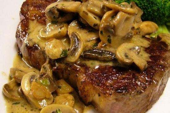 طريقة عمل ستيك اللحم بصوص المشروم (8)