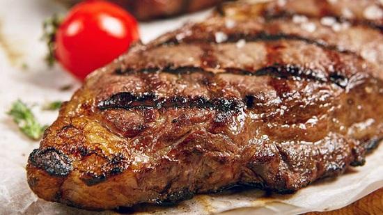 طريقة عمل ستيك اللحم بصوص المشروم (6)