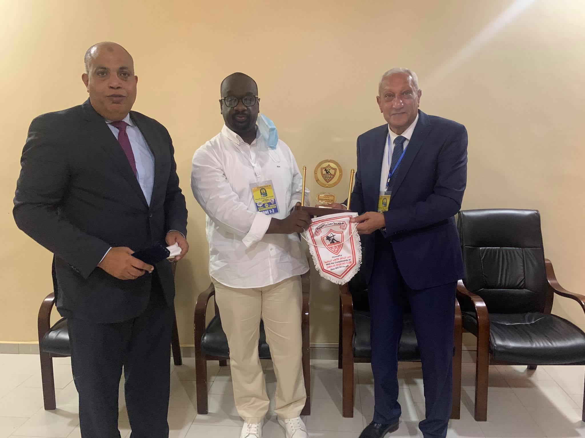 الزمالك يهدي درع النادي لرئيس تونجيت السنغالي