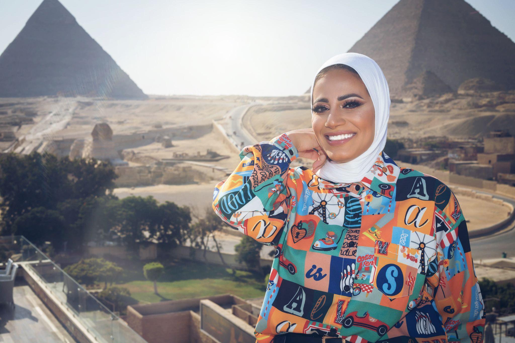 رانيا يحيى في الاهرامات