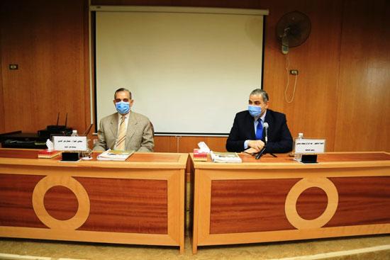 محافظ كفر الشيخ اثناء انعقاد مجلس جامعة كفر الشيخ