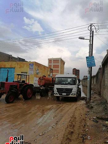 رفع مياه الأمطار من الشوارع بكفر الشيخ (1)