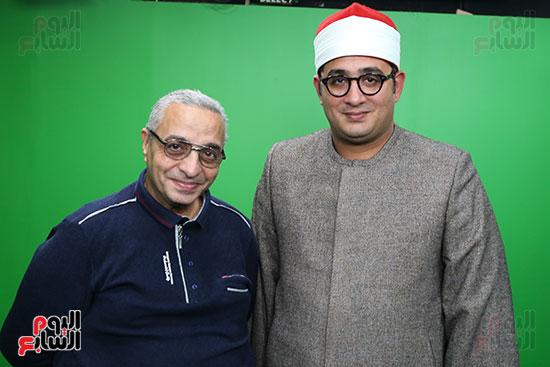 الشيخ محمود الشحات مع الزميل سامى وهيب رئيس قسم التصوير