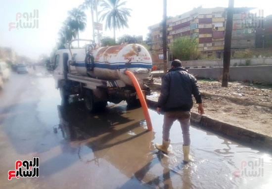 رفع تجمعات مياه الأمطار