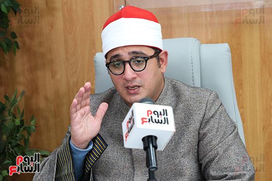 الشيخ محمود الشحات خلال الندوة