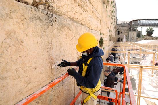 الاحتلال الإسرائيلى يرمم حجارة الحائط الغربى بالقدس (2)