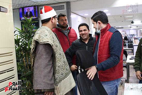 الشيخ محمود الشحات مع الزميل علام عبد الغفار رئيس قسم المحافظات