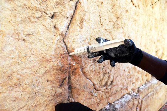 الاحتلال الإسرائيلى يرمم حجارة الحائط الغربى بالقدس (1)