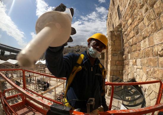 الاحتلال الإسرائيلى يرمم حجارة الحائط الغربى بالقدس (5)