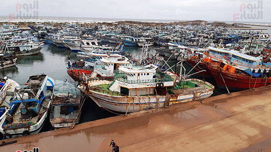 توقف حركة الملاحة بميناء الصيد بالبرلس