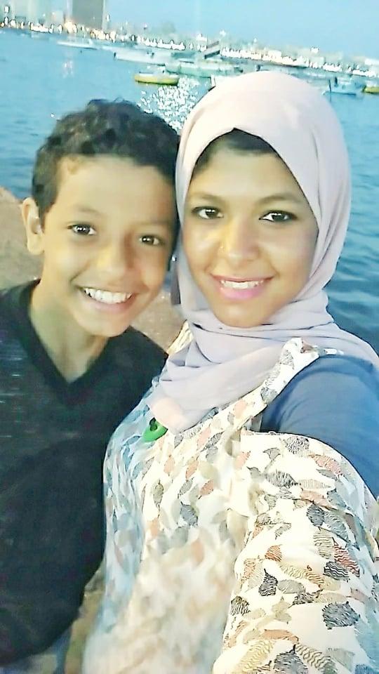 الاء وأخيها زياد