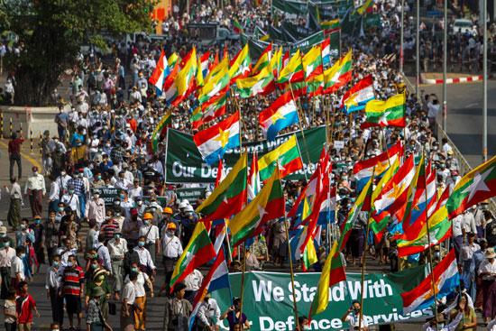 حشود كبيرة فى شوارع ميانمار