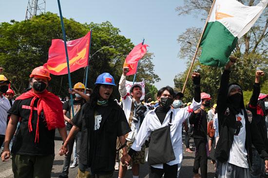 انقسام حاد فى شوارع ميانمار بين مؤيدى الجيش ومعارضيه