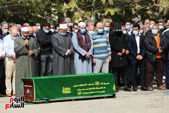 صلاة الجنازة على حسين صبور (3)