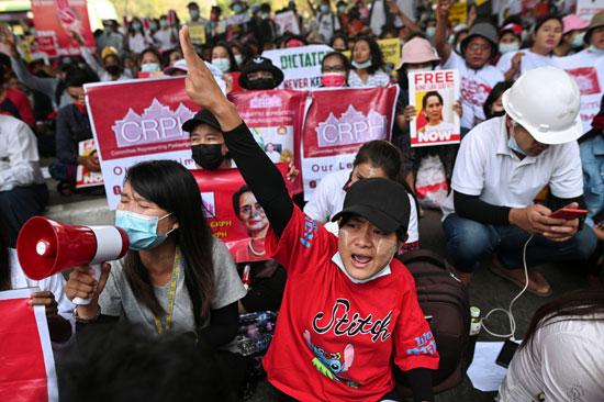 لافتات مناوئة للانقلاب فى ميانمار
