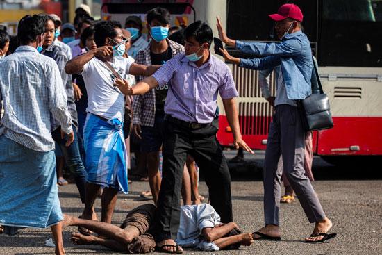 اشتباكات وعنف فى شوارع ميانمار