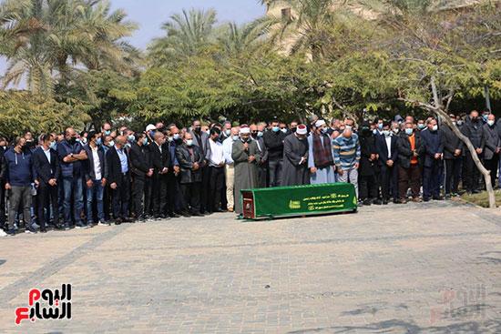 صلاة الجنازة على حسين صبور (5)