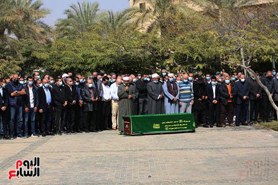 صلاة الجنازة على حسين صبور (1)