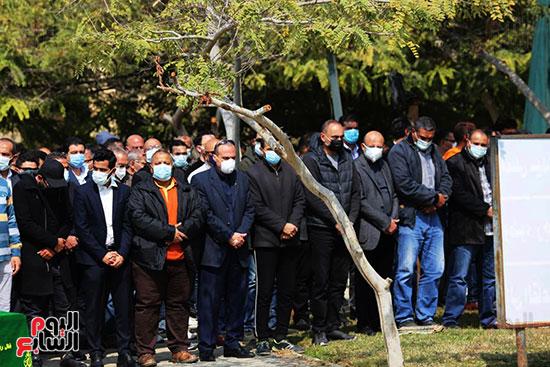 صلاة الجنازة على حسين صبور (2)