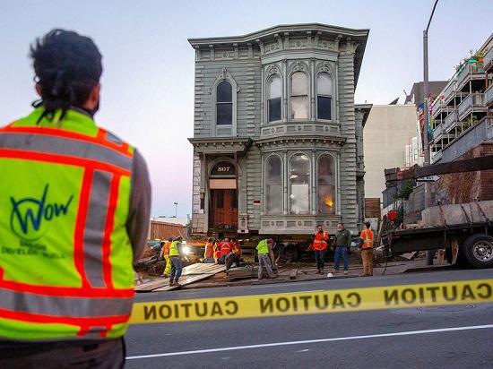 عملية نقل المنزل الأخضر ذو النوافذ الكبيرة