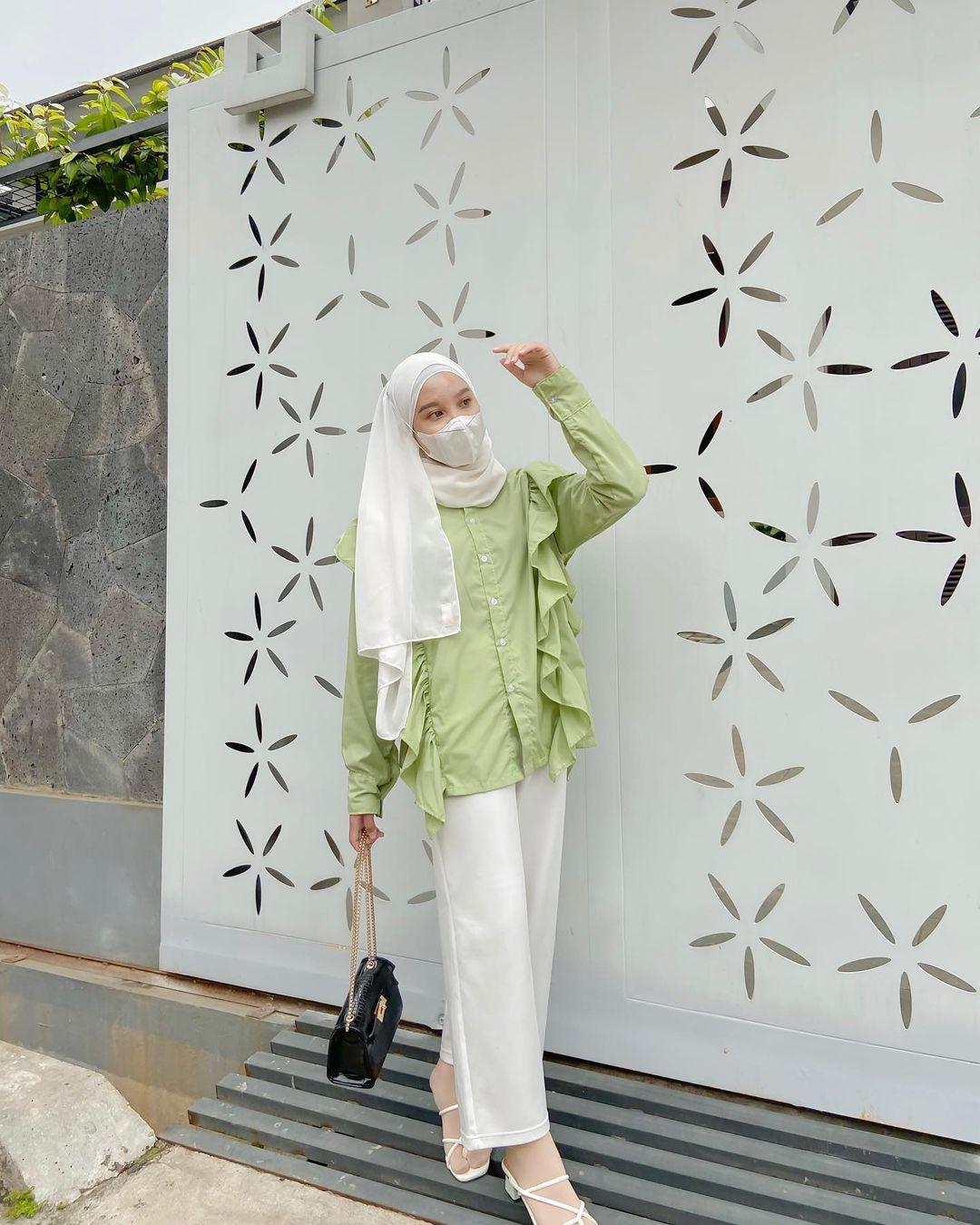 أفكار لتنسيق الحجاب مع قناع الوجه أو الكمامة  (29)