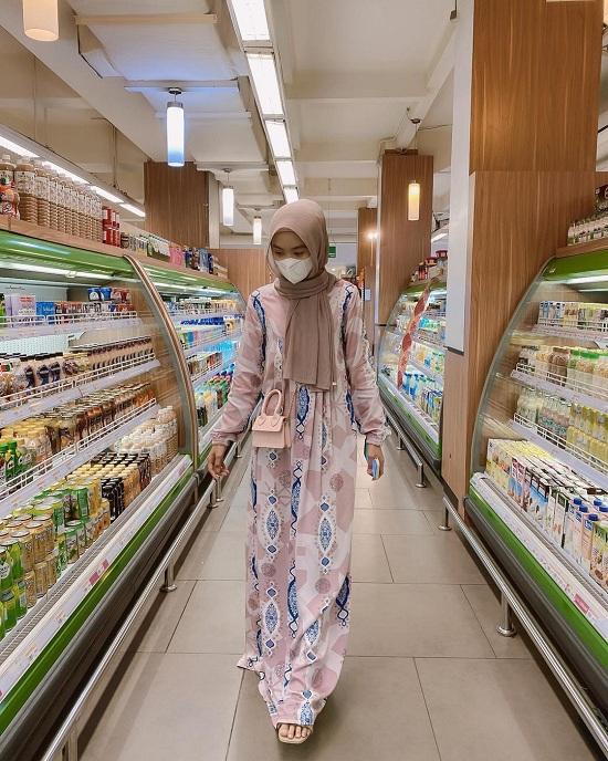أفكار لتنسيق الحجاب مع قناع الوجه أو الكمامة  (19)