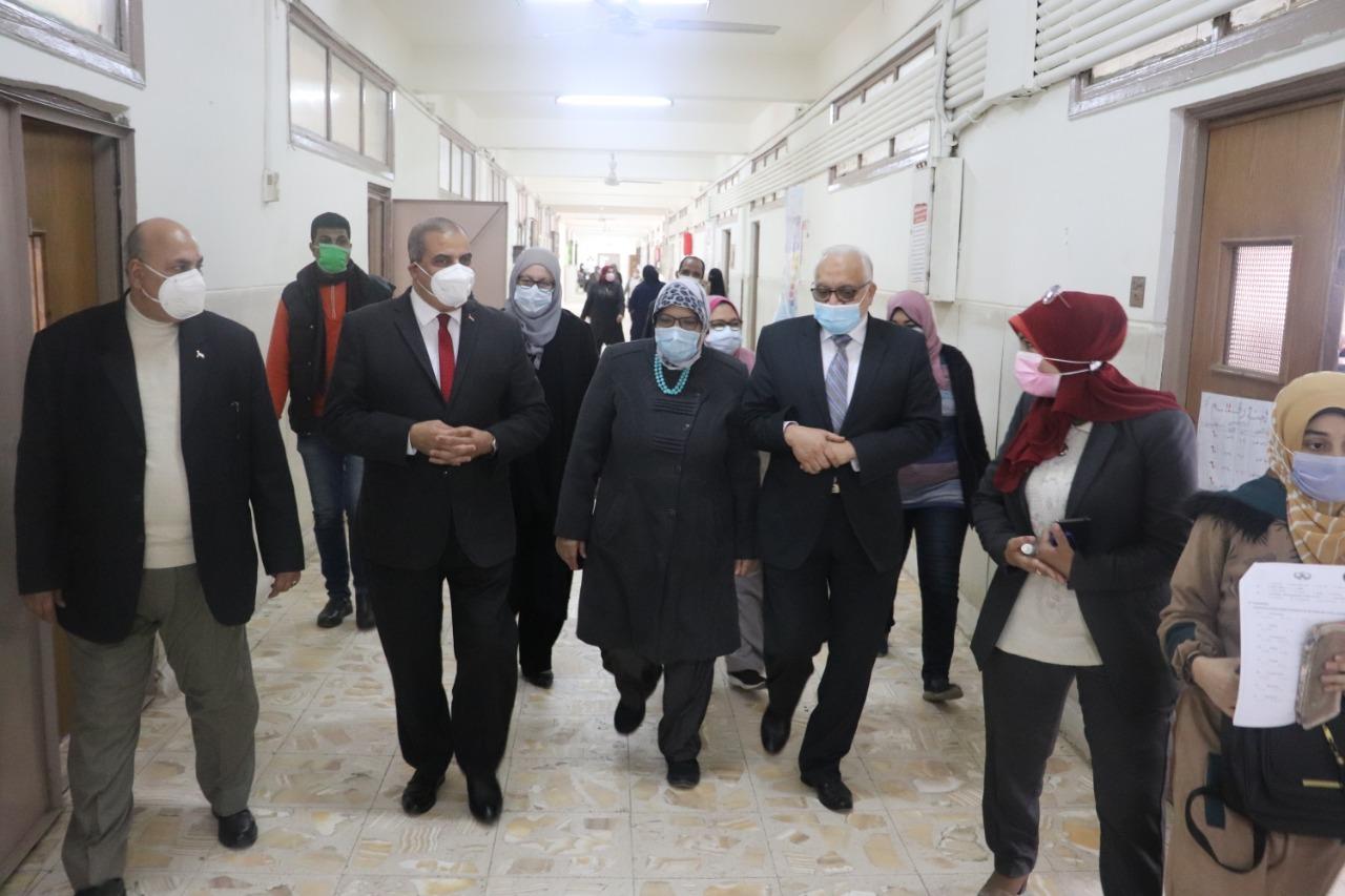 رئيس جامعة الأزهر يتابع سير الامتحانات