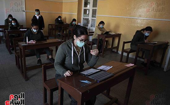 امتحانات الصف الاول الثانوى (4)