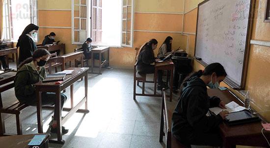 امتحانات الصف الاول الثانوى (10)
