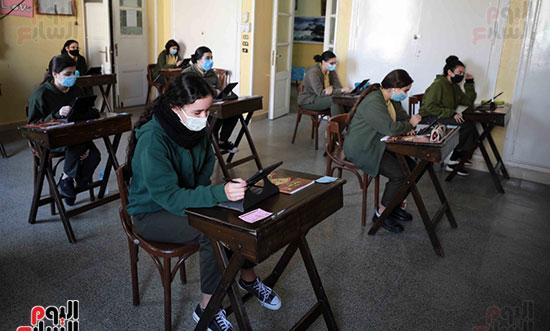 امتحانات الصف الاول الثانوى (1)