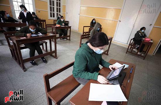 امتحانات الصف الاول الثانوى (9)