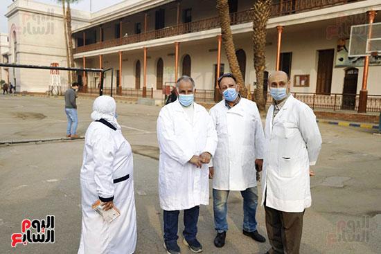 رجال الصحة بالمدارس