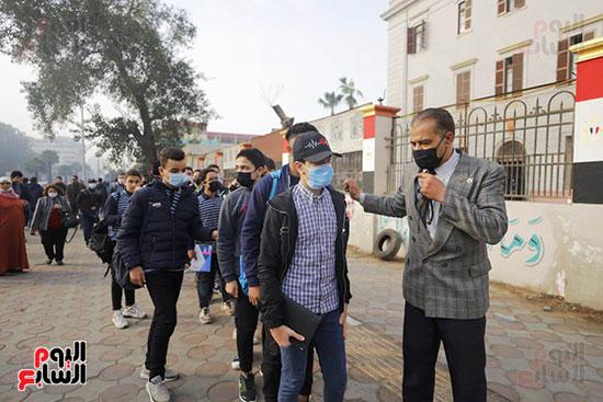 دخول الطلاب المدارس