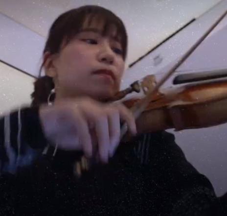 العزف داخل الغرفة فى اليابان