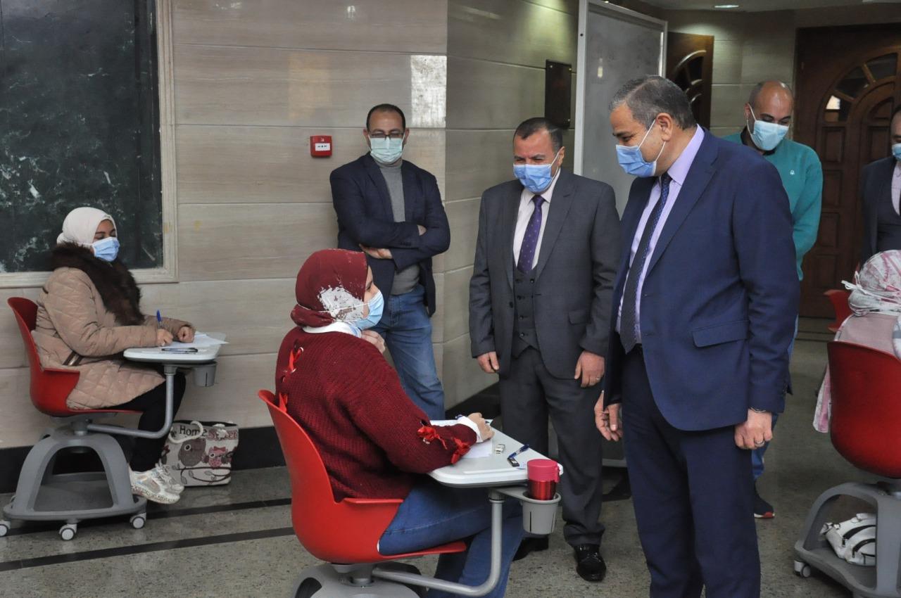 رئيس جامعة كفر الشيخ يتفقد اعمال الامتحانات