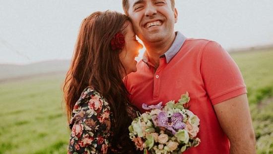 مميزات الزواج من رجل مرح