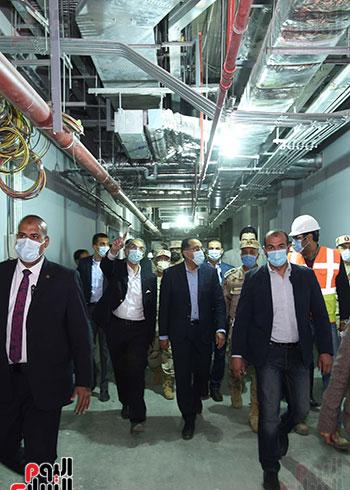 رئيس الوزراء يتفقد مشروعات العاصمة الادارية الجديدة (12)