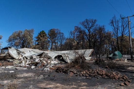 حرائق الغابات تدمر عدة منازل غرب أستراليا (2)