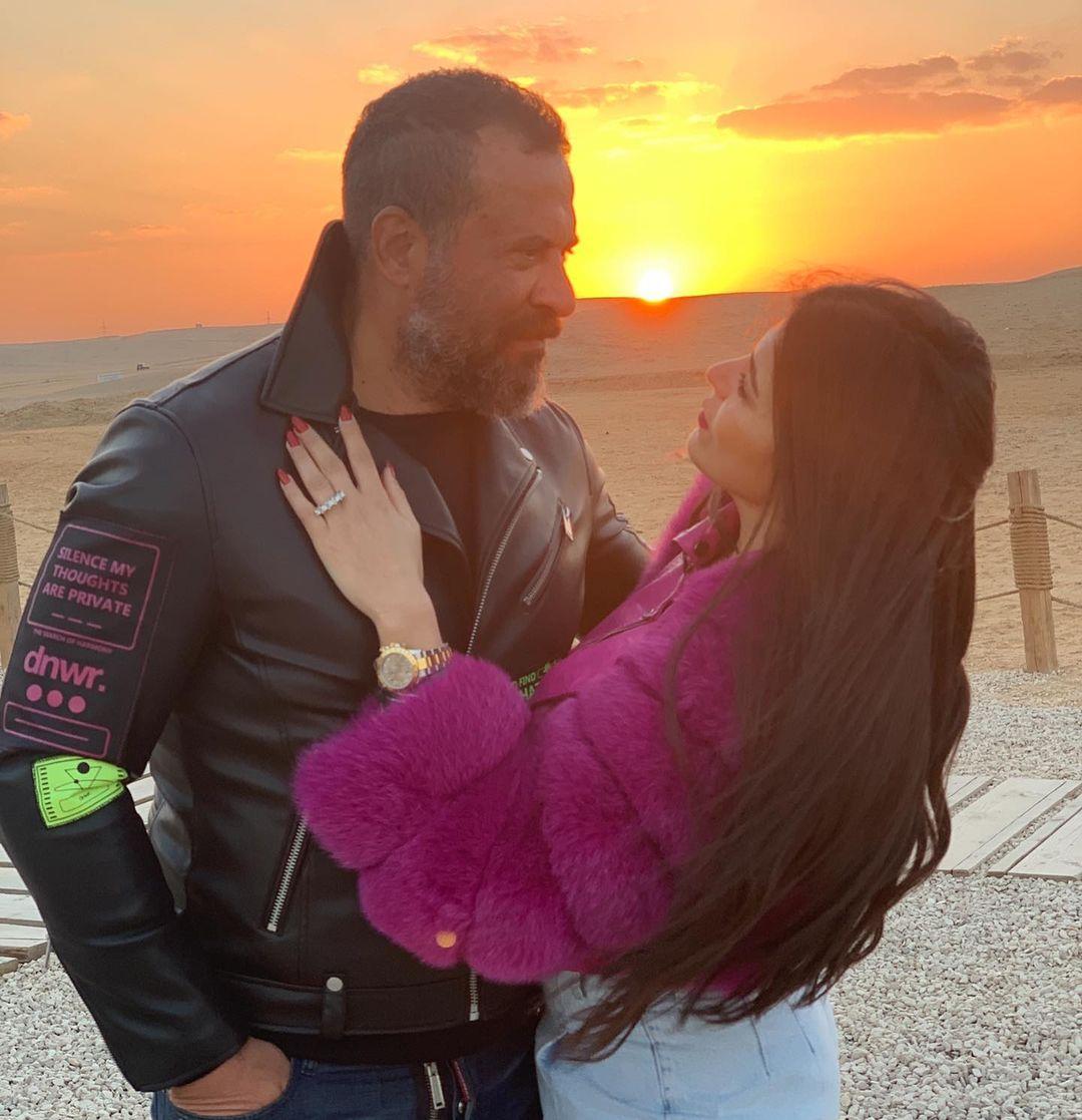 ماجد المصرى وزوجته رانيا أبو النصر فى الأهرامات (1)