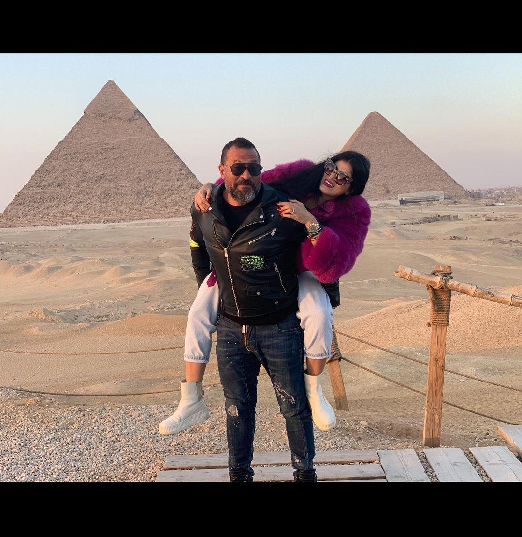 ماجد المصرى وزوجته رانيا أبو النصر فى الأهرامات (3)