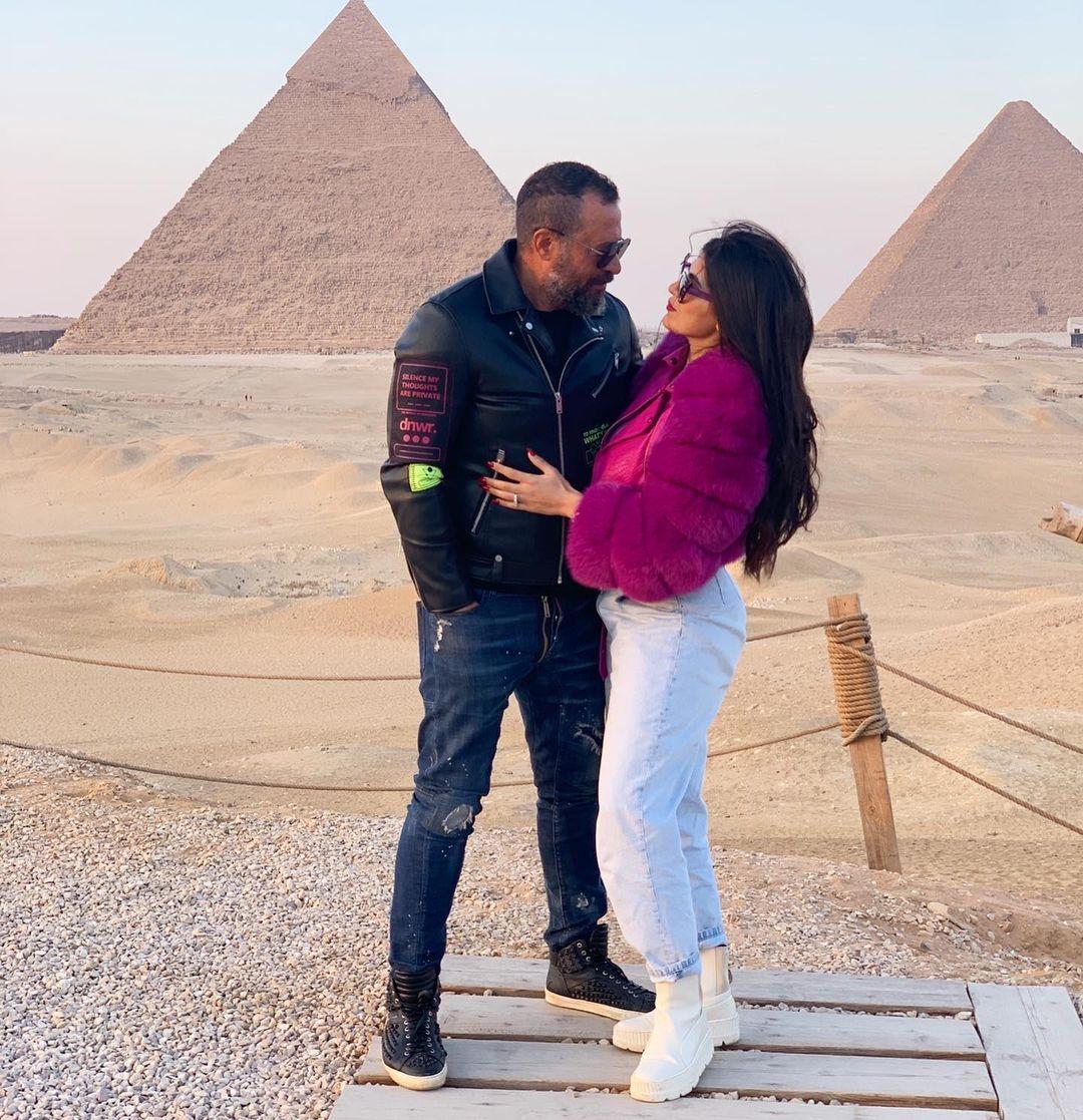 ماجد المصرى وزوجته رانيا أبو النصر فى الأهرامات (5)