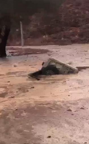 السيارة بعد غرسها فى المياه